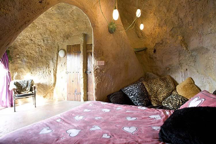 Mira Mira Accommodations, Crossover, Australia