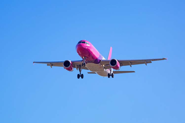Fly with low-cost airlines