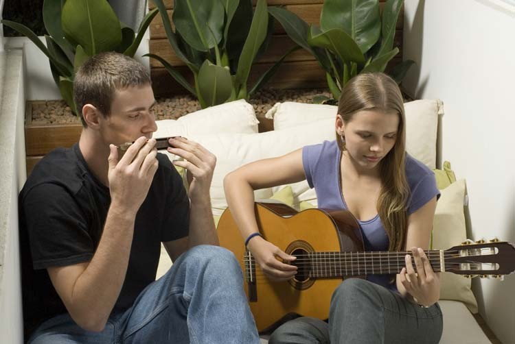 Play Harmonica on your trips