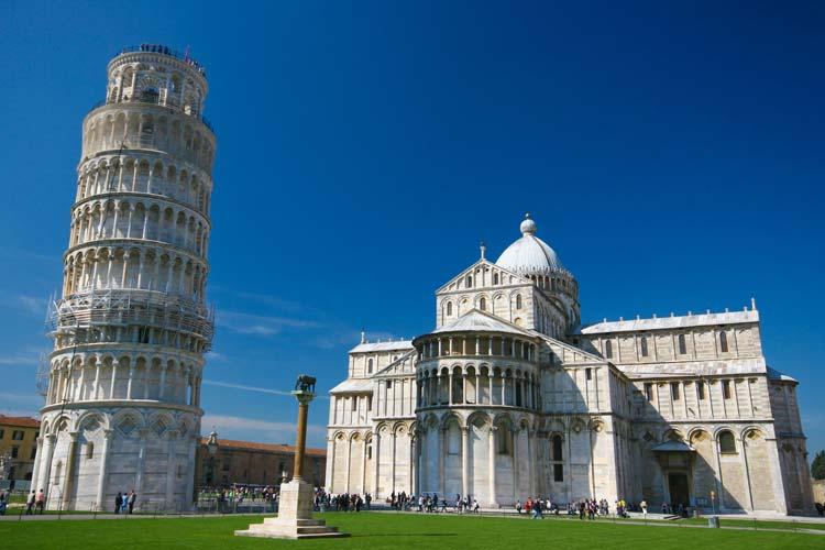 The tower of Pisa and the Battistero Di San Giovanni