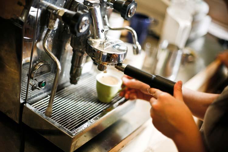 Barista-making-Espresso