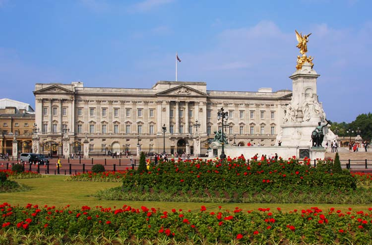 Buckingham-palace-in-London-UK