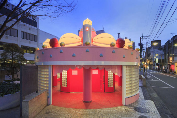 Giant-Cake-toilet-in-Oita