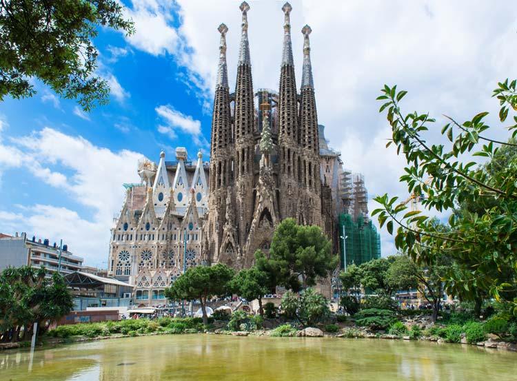 La-Sagrada-Familia-Barcelona-Spain