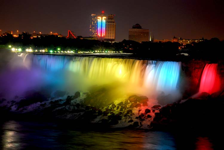 Niagara-Falls-at-Night
