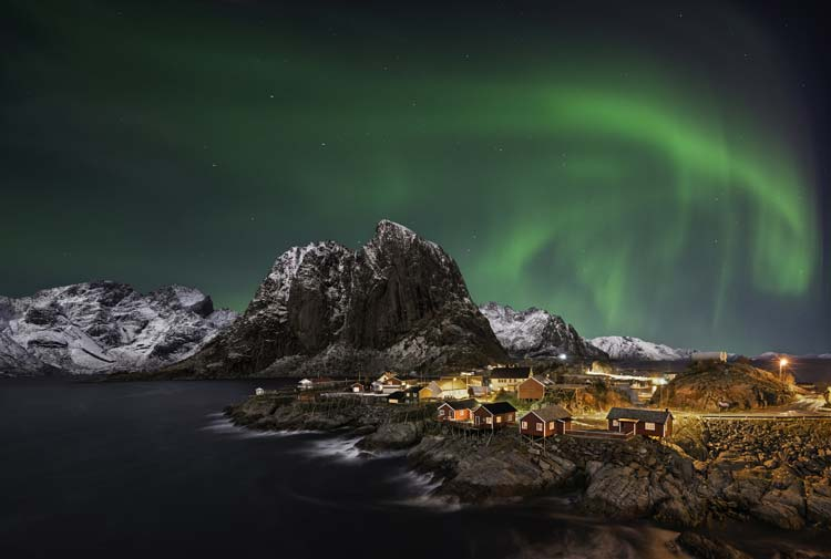 Northern-Lights-Hamnoy-Norway