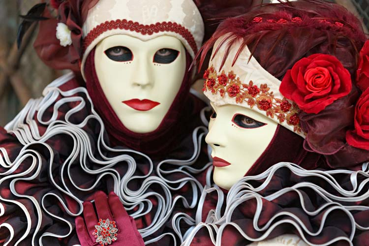 People-attending-to-the-Carnival-of-Venice