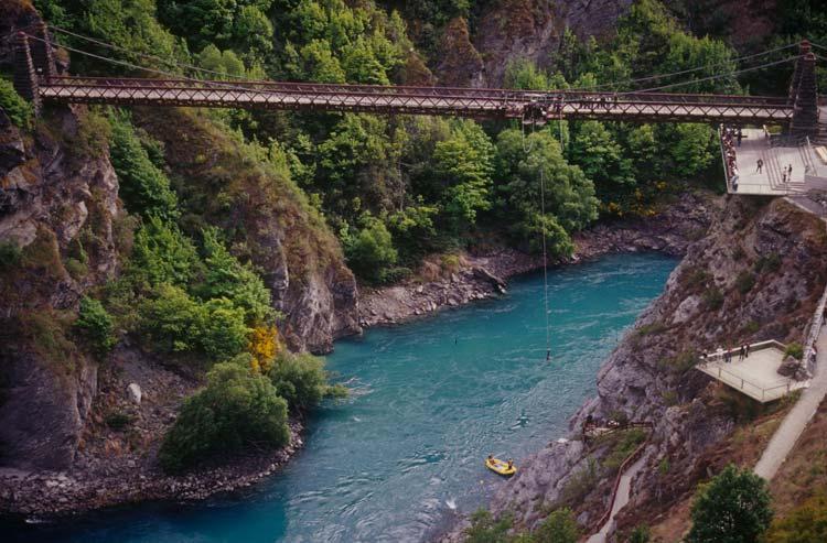 The-Kawarau-Gorge-Suspension-Bridge-New-Zealand